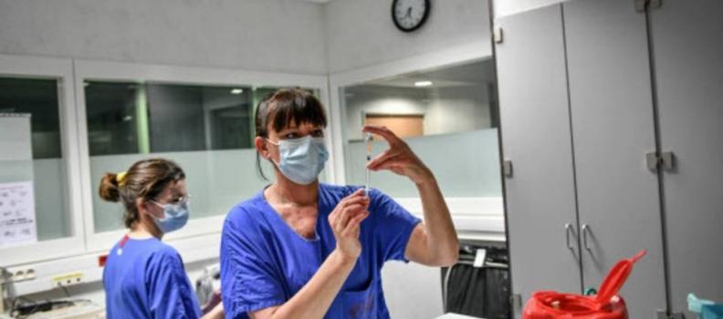 [PRESSE] Coronavirus : L'obligation vaccinale pour les soignants, un pari risqué pour l'exécutif ? | 20 minutes