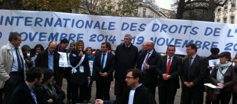Manifestation devant l'Assemblée pour l'abolition de la GPA