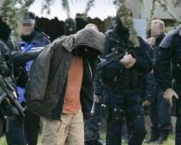 Terrorisme : lettre ouverte à François Hollande dans Valeurs actuelles
